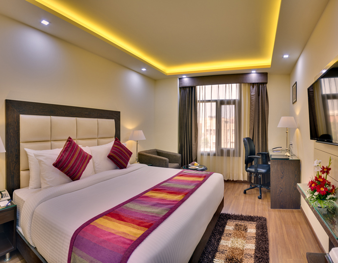 Deluxe-King-Size-Room-Days-Hotel-Jalandhar